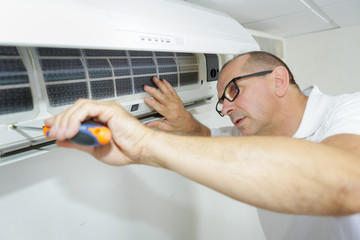 Air Cond Service, Air Cond Repair, Installation & Gas Top Up